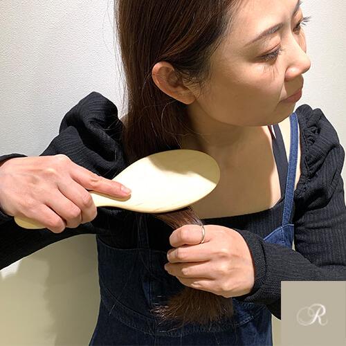 頭皮マッサージ ヘアブラシを使ったマッサージの工程1