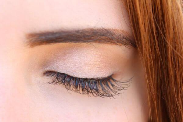 眉毛のメイク画像1